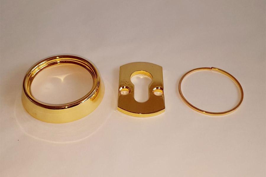 Piezas cerradura doradas
