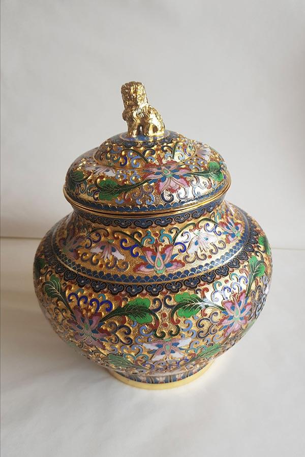 Dorado en urna metálica